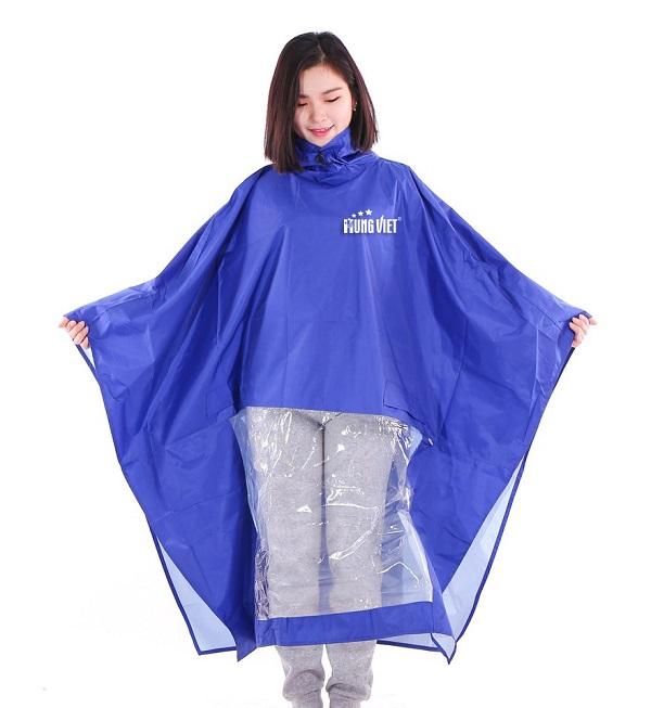 Áo mưa là mẫu quà tặng phù hợp với mọi đối tượng