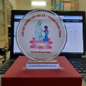 Biểu trưng pha lê quà tặng đại hội cháu ngoan Bác Hồ